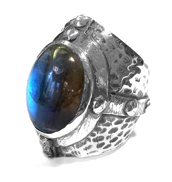 RING • Mid Age | Hammered Facetted Oval Framed Stone | Labradorite