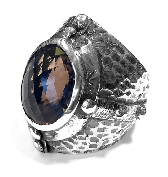 Ring • Mid Age | Hammered Facetted Oval Framed Stone | Smoky | Onyx